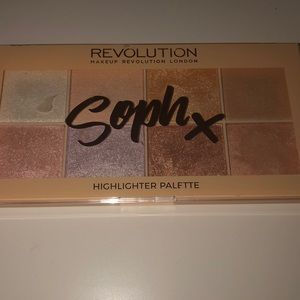 Makeup Revolution Sophx highlighter